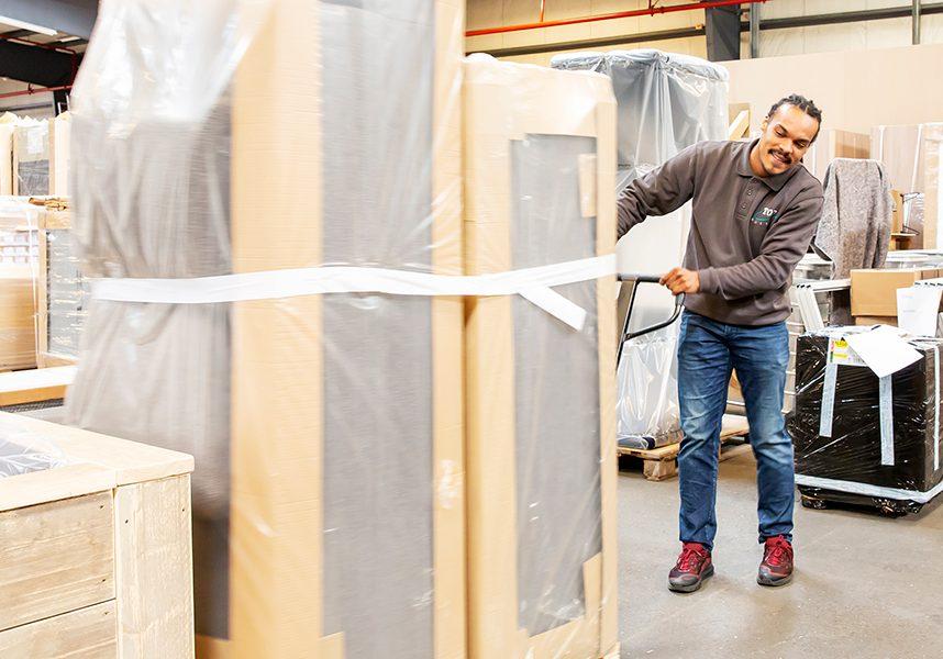 Montage service zakelijk meubeltransport - De Bresser